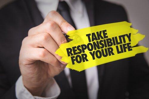לקחת אחריות
